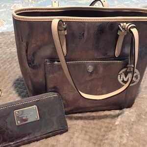 Handbags - Michael kors tote & wallet set